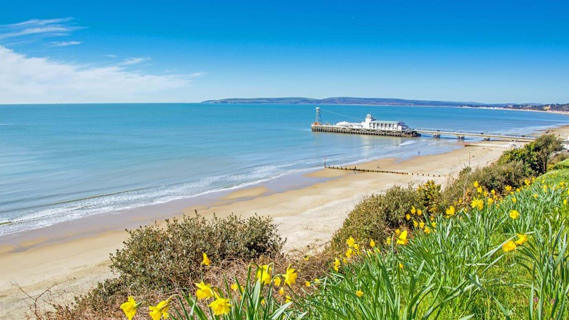 views-of-the-pier-and-bournemouth-beach-in-dorset