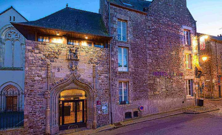 beautiful french building of the hotel d'arvor dinan