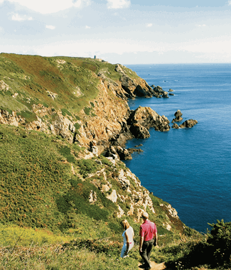 photo of guernsey countryside walk with blue sea