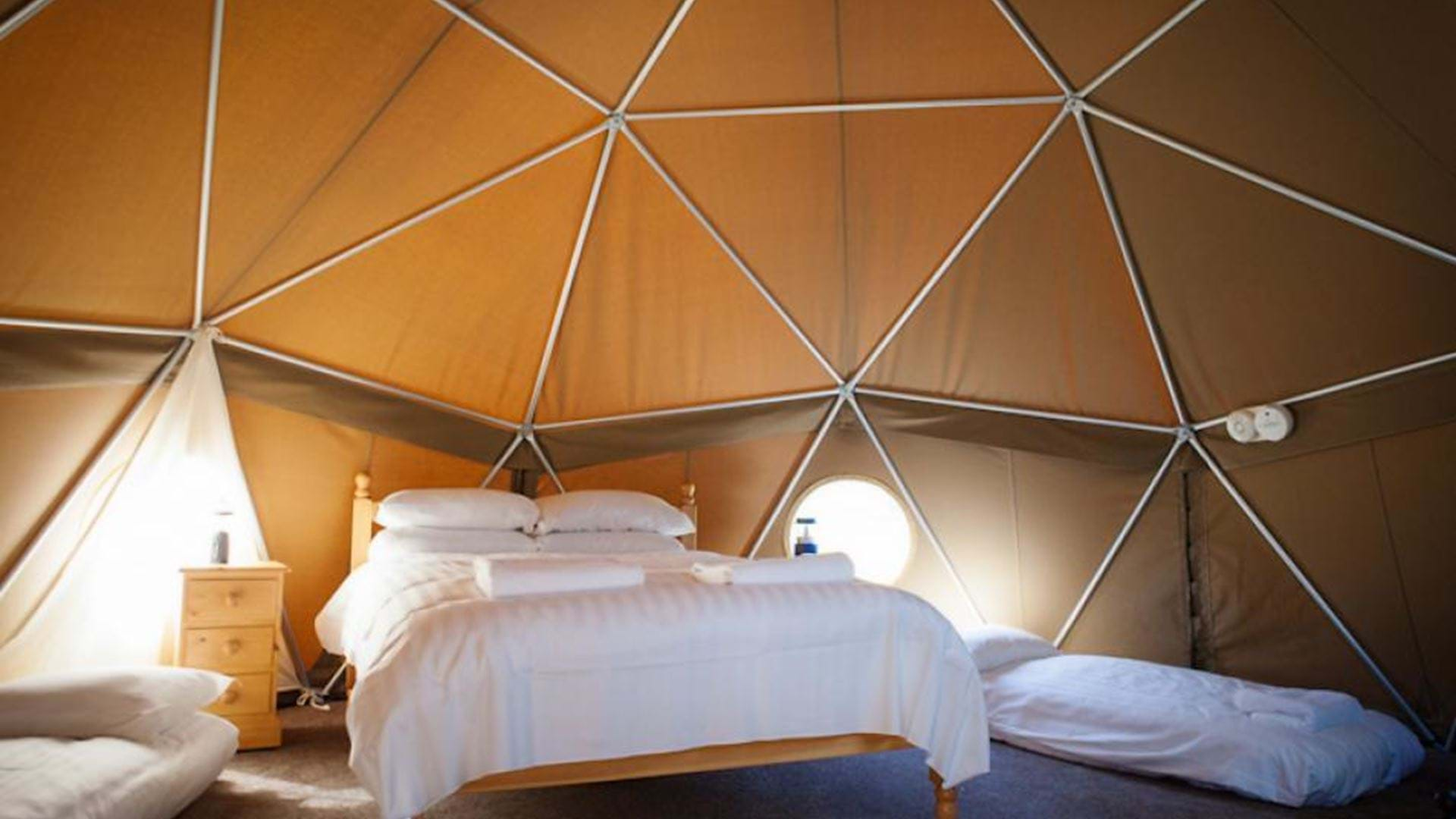 luxury-glamping-durrell-wildlife-camp-jersey-channel-islands